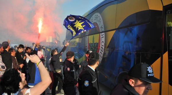 Fenerbahçe'ye Gaziantep'te Çoşkulu Karşılama