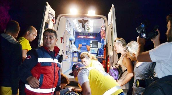 Fethiye'de Çarpişan İki Paraşütçüden Biri Kayalıklara Düştü