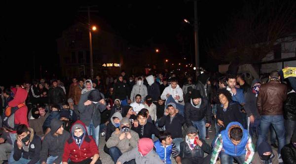 Fethiye'de Hdp Binasının Açılışını Protesto Eden Grup, Polisle Çatişti