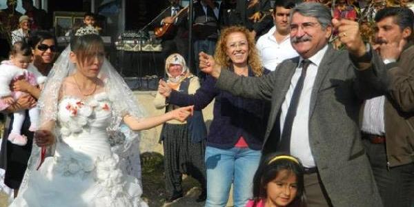 Fikri Sağlar, Düğünde Çiftetelli Oynadi, Yoksula Süt Sözü Verdi