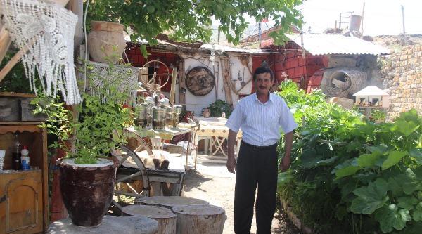 Fırıncı Ustası Evinin Bahçesini Müzeye Çevirdi