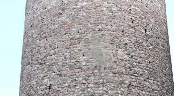 (fotoğraf) Galata Kulesi Önünde Oturma Eylemi