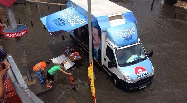 Fotoğraf// İstanbul'da Sağanak Yağmur Etkili Oldu