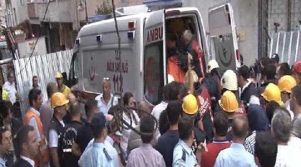 (fotoğraf) Zeytinburnu'ndaki Enkazdan Erkek Cesedi Çikartildi