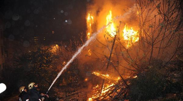 Fotoğraf//beşiktaş'ta Korkutan Yangın