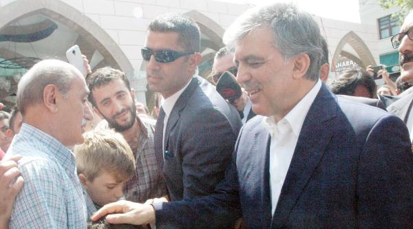Fotoğraflar//11.cumhurbaşkanı Gül Erbakan'ın Mezarını Ziyaret Etti Eyüp Sultan'da Cuma Namazı Kıldı