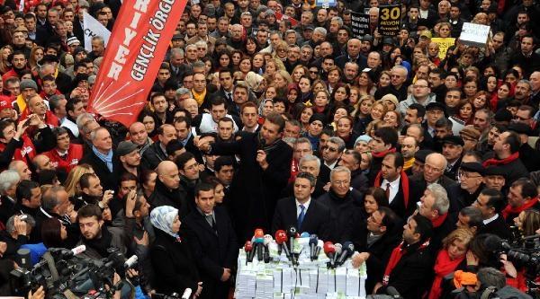 Fotoğraflar (2) //chp'nin Taksim'de Yolsuzluk Protestosu