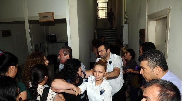 Fotoğraflar// Aile Ve Sosyal Politikalar Bakanlığının İl Binasını Bastılar