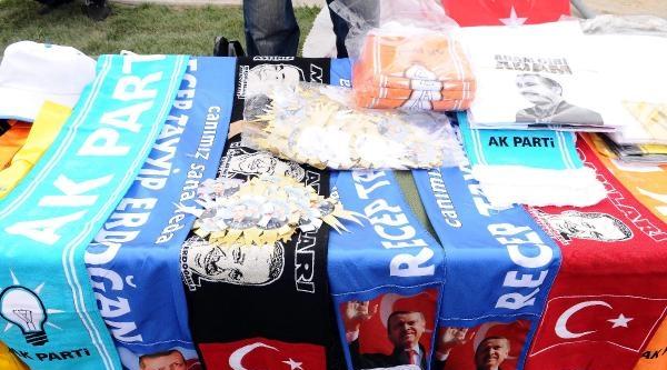 Fotoğraflar// Ak Parti Mitingi Öncesi Seyyar Satıcı İstilasi