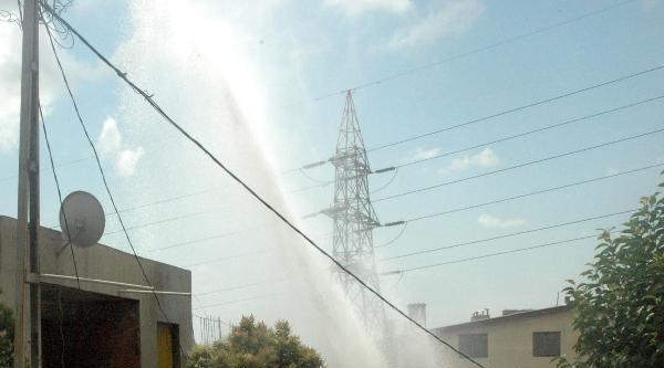Fotoğraflar - Avcılar'da Su Borusu Patladı, Sokak Göle Döndü (1)