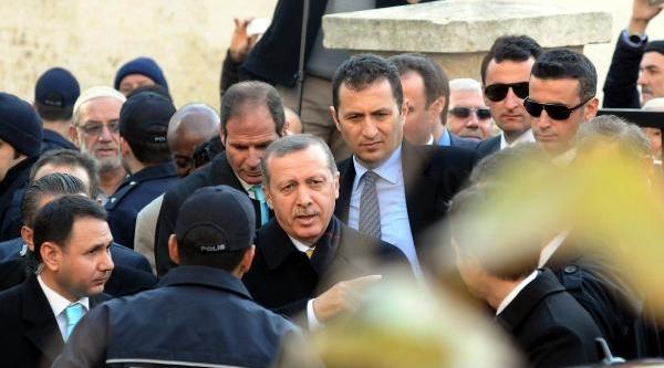 Fotoğraflar// Başbakan Namaz Sonrasi Stranç Takimi Dağitti