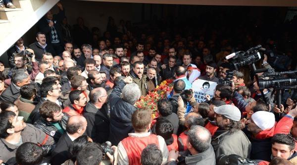 Fotoğraflar - Berkin Elvan'ın Cenazesi Cemevi'nden Alındı