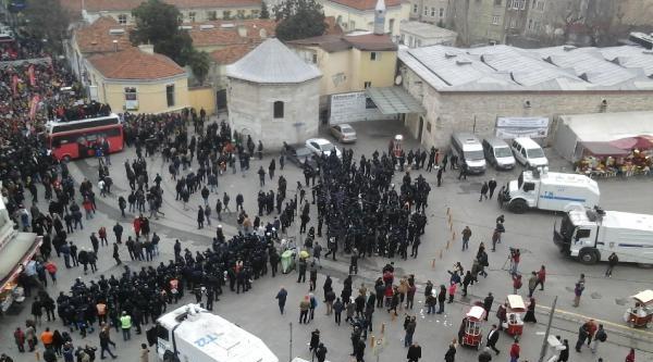 Fotoğraflar  -  Chp'lilerden Taksim'de Protesto