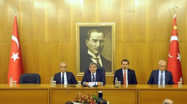 Fotoğraflar -  Cumhurbaşkanı Gül, Tiflis'e Ziyareti Öncesi Havalimanı'nda Konuştu