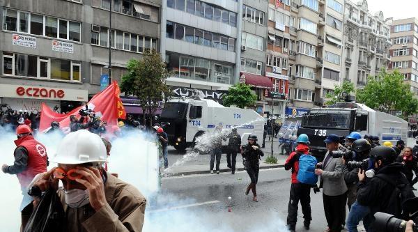 Fotoğraflar -  Disk Genel Merkezi Önünde Halaskargazi Caddesi Üzerinden Yürüyenlere Müdahale