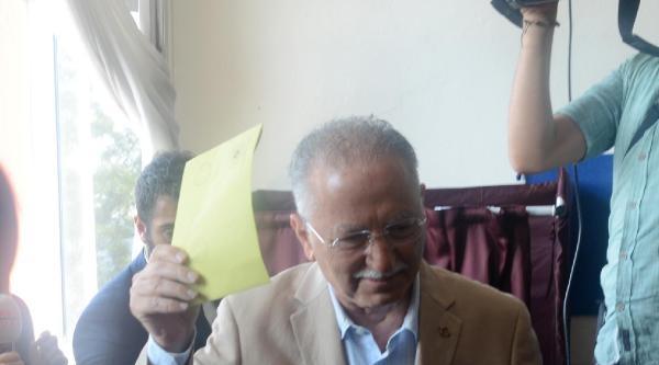 Fotoğraflar -  Ekmeleddin İhsanoğlu Oyunu Yeniköy'de Kullandı