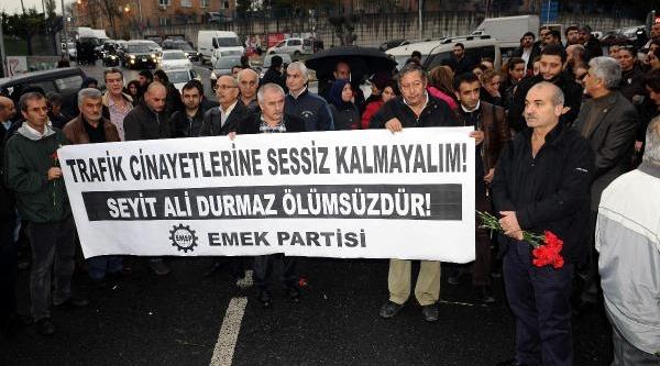 Fotoğraflar - Emek Partisi'nden Kaza Yerinde Karanfilli Protesto