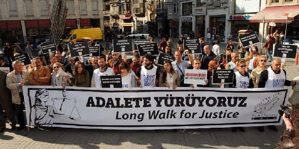 Fotoğraflar /// Gazetecilere Özgürlük Platformu'ndan 5 Dakikada Bir Adim Yürüyüşü
