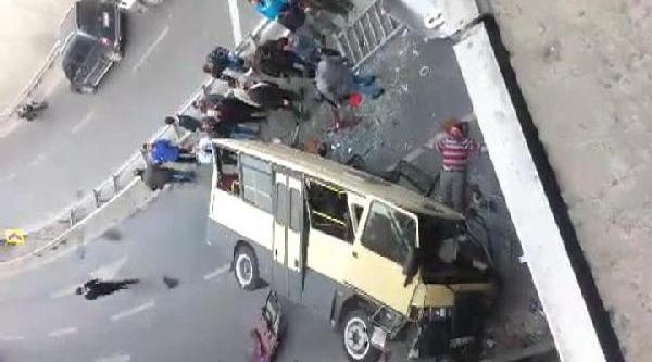 Fotoğraflar / Güngören'de Yolcu Minibüsü Kaza Yapti, Çok Sayida Yarali Var