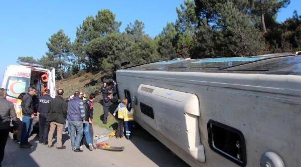 Fotoğraflar //halk Otobüsü Devrildi: 3 Yarali