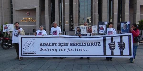 Fotoğraflar - Istanbul Adliyesi Önünde 'duran Insan' Eylemi