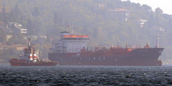 Fotoğraflar//  Istanbul Boğazi'nda Sürüklenen Gemi Tehlike Yaratti