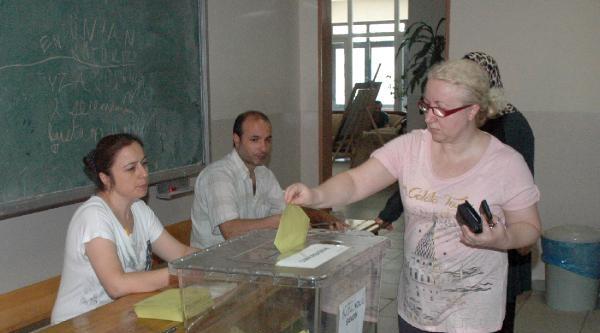Fotoğraflar /// İstanbul'da Oy Verme İşlemleri Sürüyor
