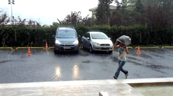 Fotoğraflar /// İstanbul'da Sağanak Yağmur Etkili Oldu