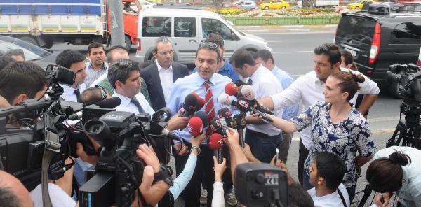 Fotoğraflar //istihbarat Şube Müdürü Erol Demirhan'ın Da Arasında Bulunduğu 4 Kişi Teslim Oldu