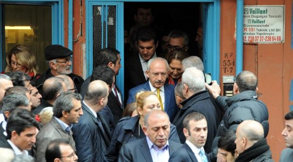 Fotoğraflar - Kılıçdaroğlu Berkin Elvan'ın Ailesini Ziyaret Etti