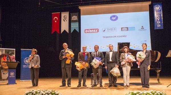 Fotoğraflar - Nebil Özgentürk'ten Türkan Saylan Belgeseli