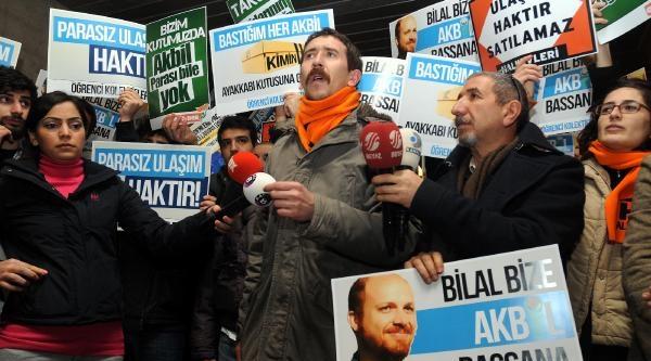 Fotoğraflar// Taksim Metrosu'nda Akbil Eylemi