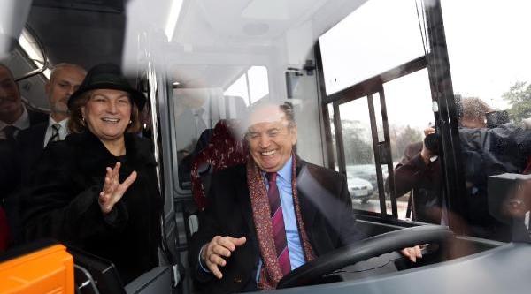 Fotoğraflar - Topbaş Ile Güler Sabanci Arasinda Otobüs Pazarliği