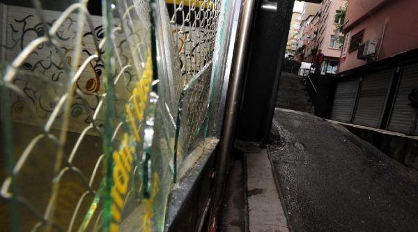 Fotoğraflar /// Tophane'de Sergi Açılışı Sırasında Saldırı