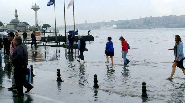 Fotoğraflar// Üsküdar'da Adeta Kara İle Deniz Birleşti