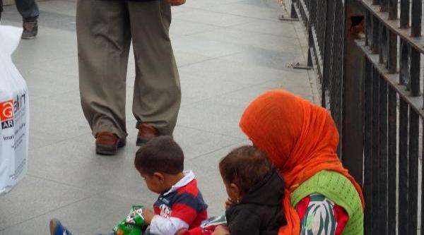 Fotoğraflar - Vali Mutlu, Suriyeli Geçici Siğinmacilarla Ilgili Twitter'dan Açiklama Yapti