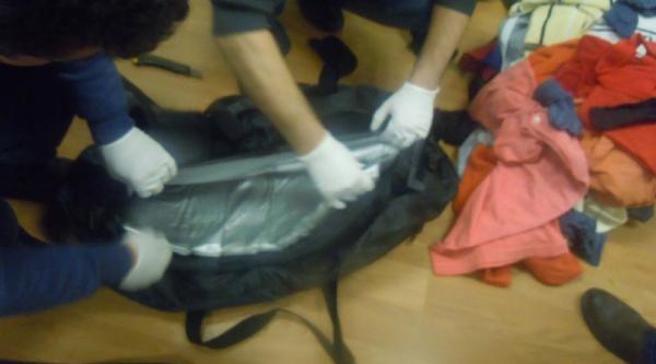 Fotoğraflar/çantasından Ve Yuttuğu Prezervatiflerden Kokain Çikti