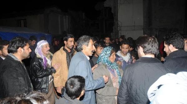 Fotoğraflar//fatih'te 3 Katli Bina Çöktü: 1 Yarali