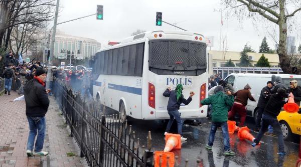 Fotoğraflar//hastane Önünde Olaylar Çikti