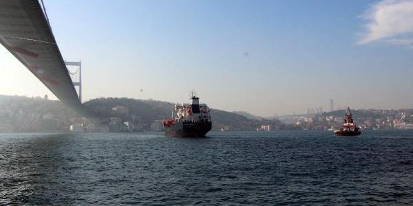 Fotoğraflar//istanbul Boğazi'nda Sürüklenen Gemi Tehlike Yaratti