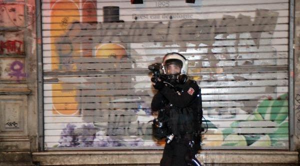 Fotoğraflar//istiklal Caddesi'nde Polis Müdahalesi