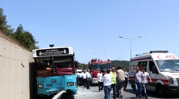 Fotoğraflar//ümraniye'de  Halk Otobüsü Kazası