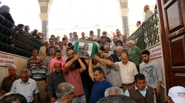 Fransa'da Yanarak Ölen Ataman'ın Cenazesi Mersin'de Toprağa Verildi