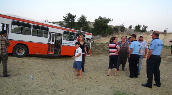 Freni Boşalan Belediye Otobüsü Kaza Yaptı