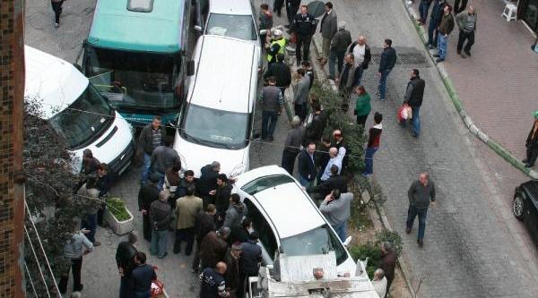 Freni Boşalan Halk Otobüsü Zincirleme Kaza Yapti: 3 Yarali