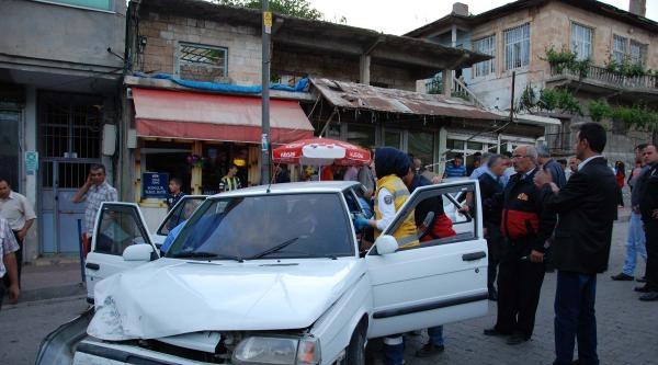 Freni Tutmayınca Otomobile Çarpti: 1 Yaralı