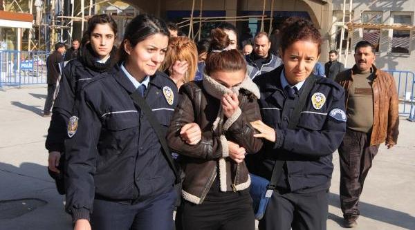 Fuhuştan Gözaltina Alinan Kadinin Cinsel Organinda Uyuşturucu Hap Çikti