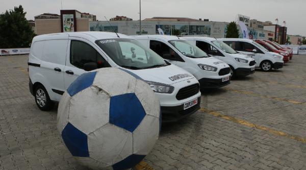 Futbolu Otomobillerle Oynadılar