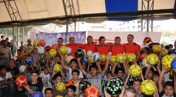 Futbolun Ustaları Geleceğin Yıldızlarıyla Hakkari'de Buluştu(2)
