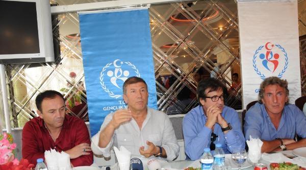 Futbolun Ustaları Hakkari'de Geleceğin Yıldızlarıyla Buluştu